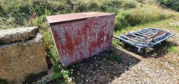 Galvanised water tank with lid