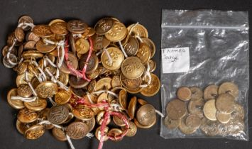 A collection of loose Hunt buttons: including Crawley & Horsham, North Warwickshire Dress,