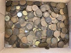 A large quantity of assorted vintage coins, mostly pennies, approx. 5kg in total.