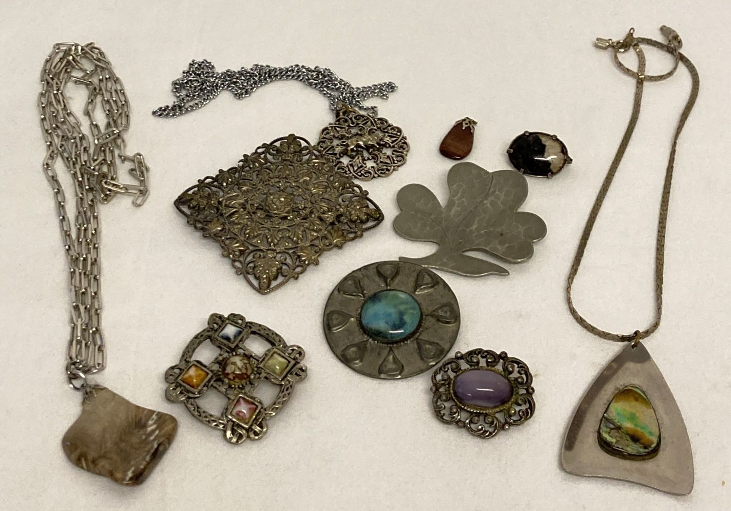 A collection of vintage stone set brooches & pendants, to include blue john.