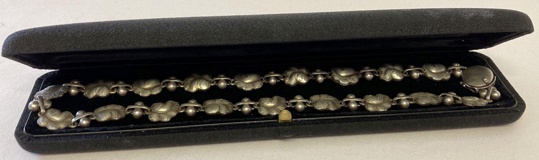 """A vintage Georg Jensen silver 16"""" necklace with leaf link design, #96. - Image 3 of 7"""