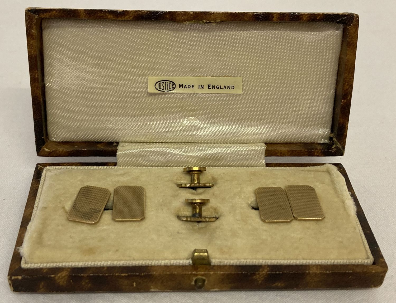 A vintage cased 9ct gold cufflink and collar stud set with engine turned design.