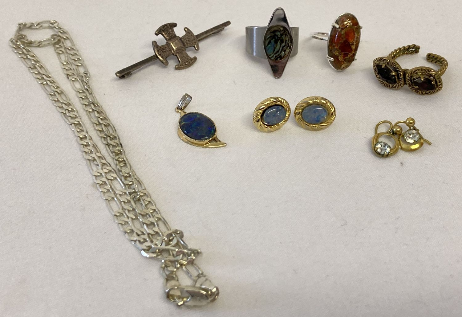 A small collection of vintage and modern costume and white metal jewellery.