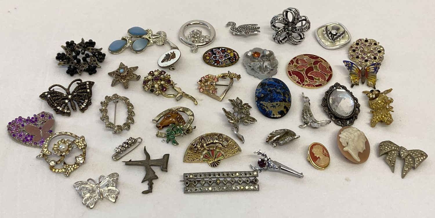 A collection of 35 vintage and modern brooches and scarf clips in varying conditions.