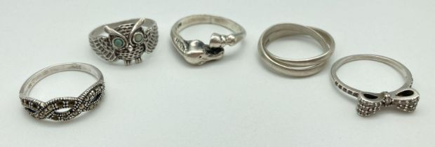 5 silver dress rings, some stone set. A band ring with horse head and hoof detail, an owl ring