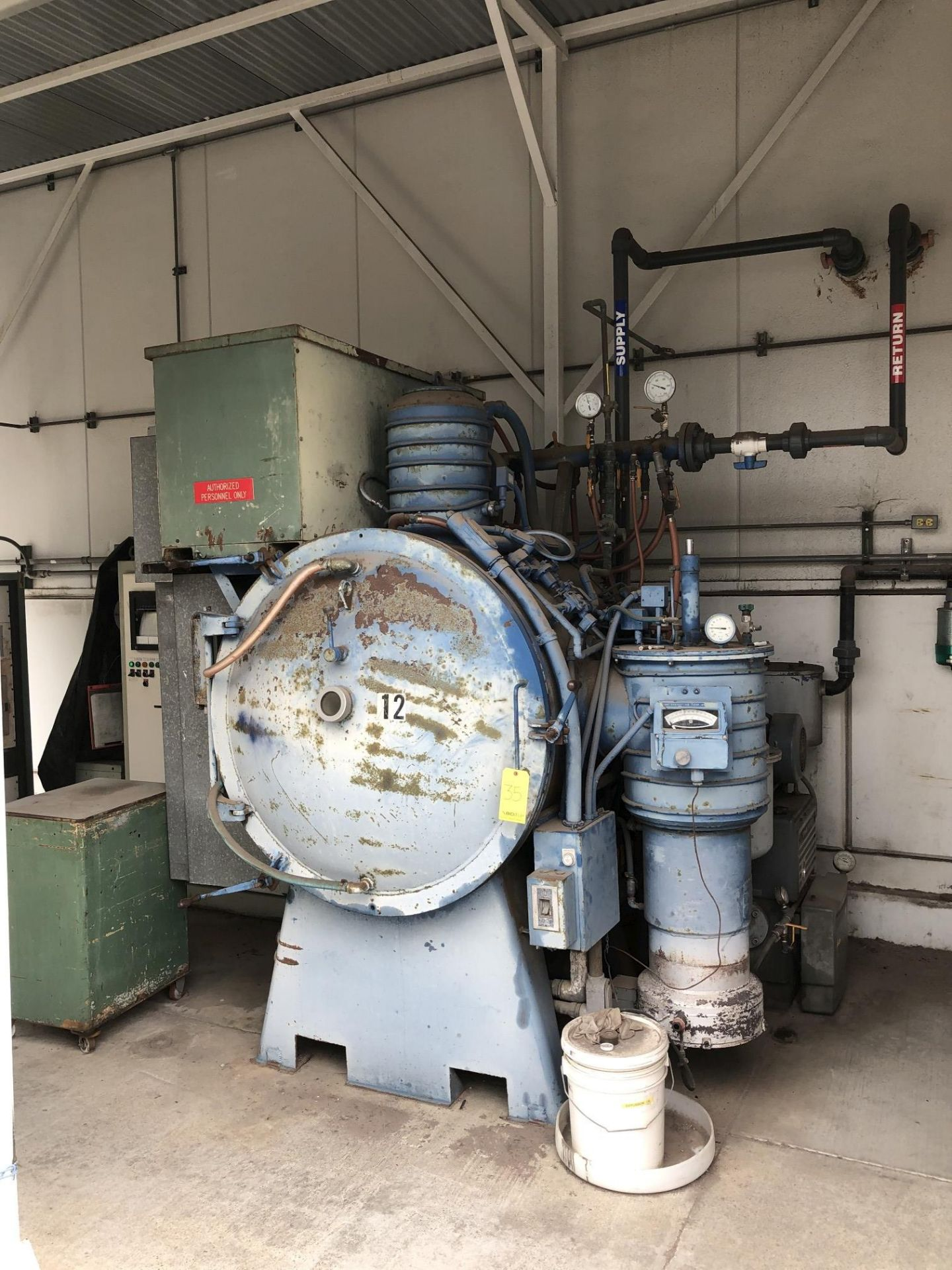 Ipsen Vacuum Furnace - Image 2 of 11