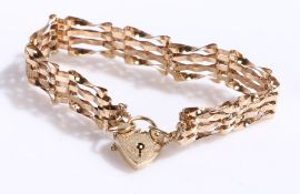 9 carat gold bracelet with heart form clasp, 9g
