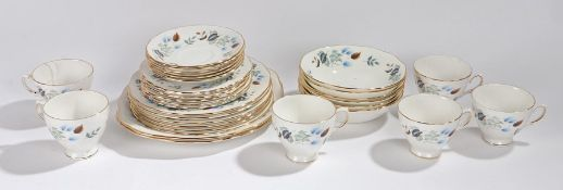 Colclough Linden pattern dinner and tea set, decorated with autumnal leaves, comprising six dinner