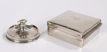 George V silver cigarette box, London 1922, makers marks rubbed, the lid with monogram, 8.5cm