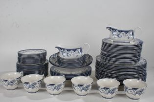 """Extensive Queens porcelain """"The Royal Palaces"""" pattern dinner service, consisting of fourteen dinner"""