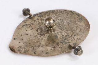 George V silver jug lid, Birmingham 1925, maker Asprey & Co Ltd, with orb finial, 2oz