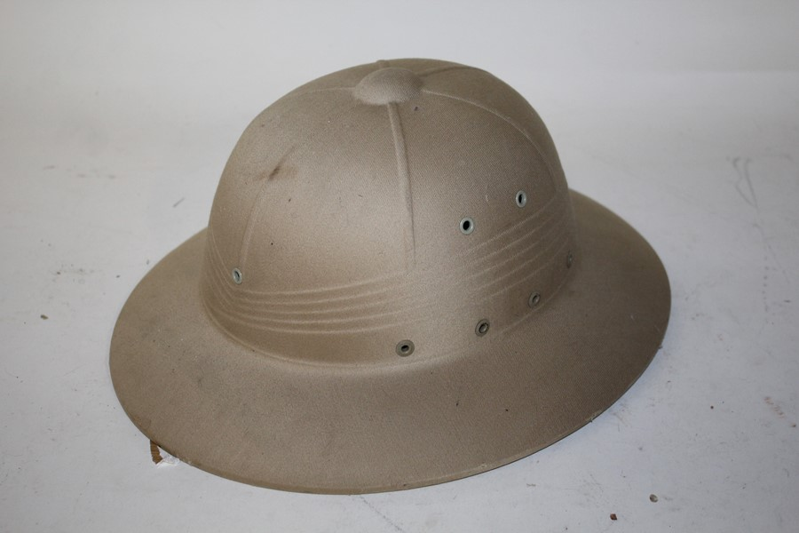 Explorer's pith helmet of typical form, 35cm wide