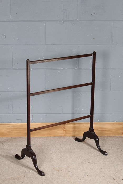 19th Century mahogany towel stand, with reeded horizontal slats, on cabriole legs, 70cm wide