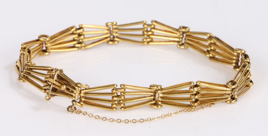 18 carat gold bracelet, with bar angled links and clip end, 14.6 grams