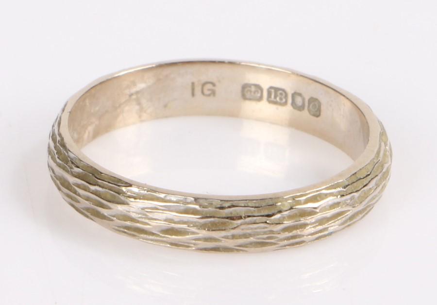 18 carat white gold ring, 3.2 grams, ring size M 1/2