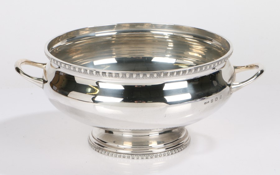 George V silver twin handled bowl, Birmingham 1933, maker Deakin & Francis, with gadrooned rim above