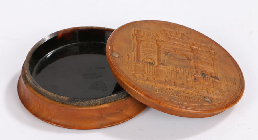 Early 19th Century French pressed wood snuff box, titled Arc De Triomphe Du Carousel, the base of - Image 2 of 2