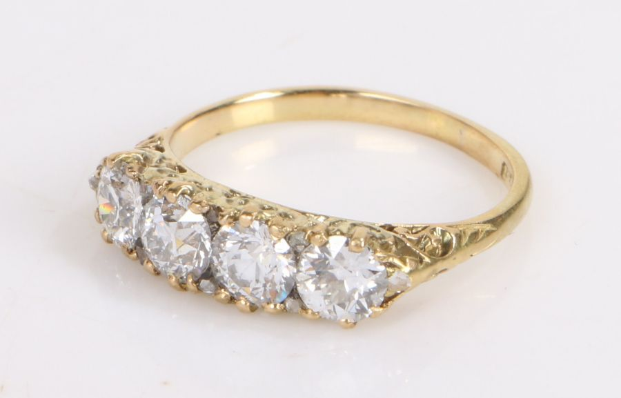 18 carat gold ring set with four diamonds interspersed with diamond chips, diamond weight 1.61ct,