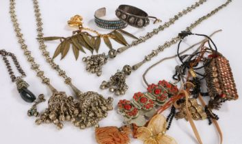 Collection of costume jewellery to include necklaces and bracelets housed in a box (Qty)