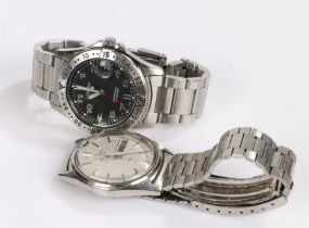 Seiko Gentlemens wristwatch with a signed silvered dial and baton markers and a date aperture at the