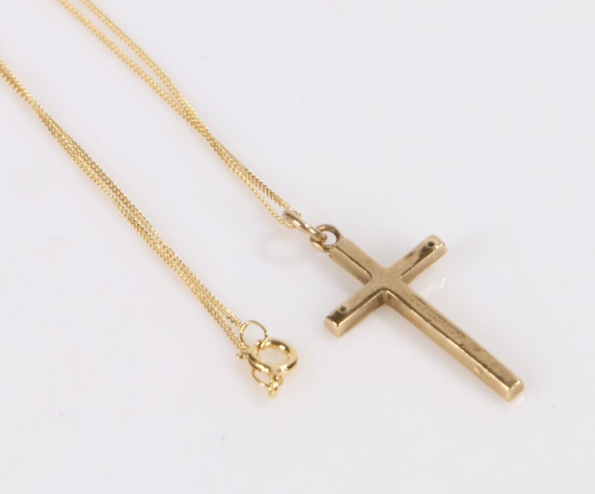 9 Carat Gold necklace with a cross, Gross weight 0.7g