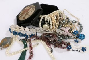 Collection of costume jewellery to include bracelets and necklaces - 13.08.21-VENDOR TO COLLECT 13.