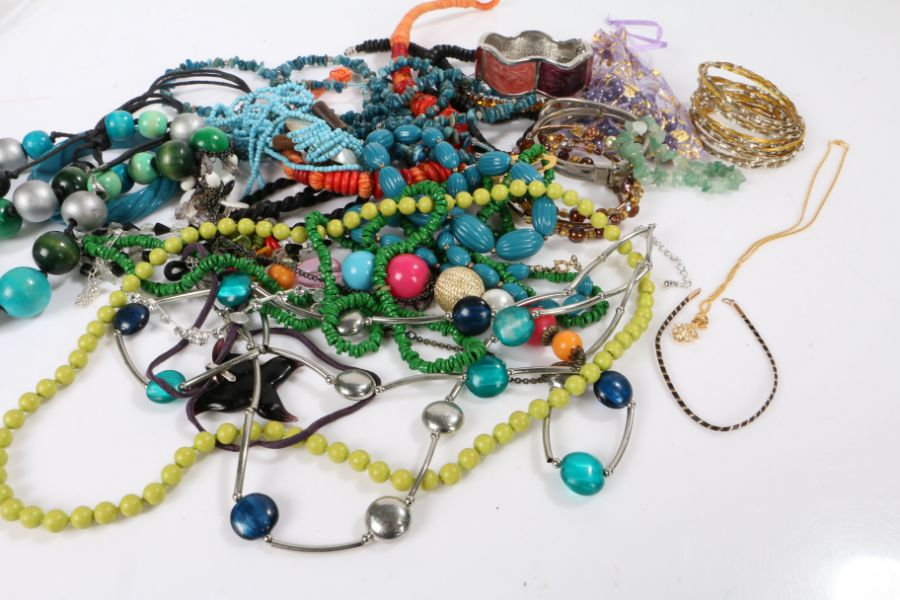 Collection of costume jewellery to include bracelets and necklaces
