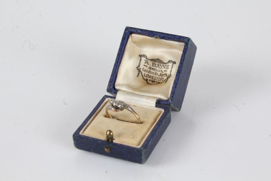 18 carat gold ring with three platinum set diamonds, ring size O, 2.3g