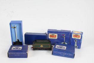 Hornby Dublo track accessories, to include D2 Signals Double Arm Upper Quadrant, ES6 Colour Light
