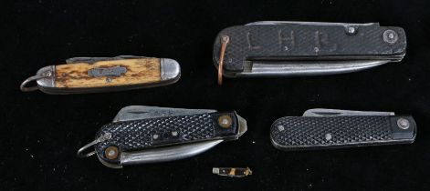 First World War P1905 British army clasp knife, together with an example as used in WW2 dated 1950