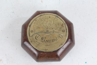 Scottish table snuff box, the brass lid with depiction of a Scotsman blowing bagpipes above the name