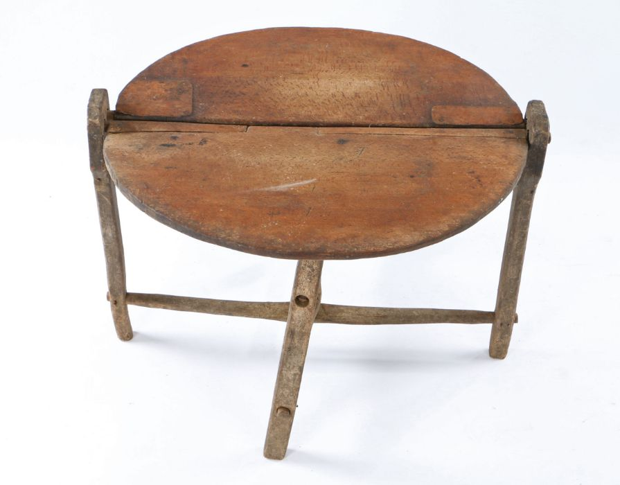 French 19th Century folding Vendange (wine) or coaching table, of small proportions, the circular - Image 2 of 2