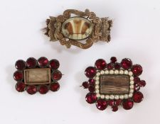 19th Century mourning jewellery, to include a hair, pearl and garnet brooch inscribed to the reverse