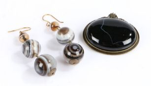 Pair of banded agate earrings consisting of three spheres together with a banded agate brooch (3)