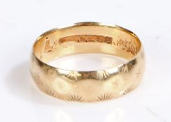 9 carat gold band, with engraved star decoration, ring size L, 2.5g