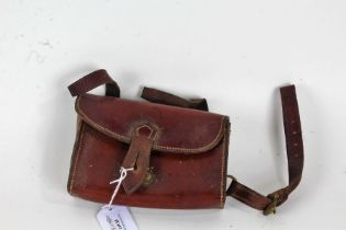 20th Century leather cartridge pouch, with green baize lining, 15cm wide