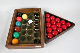 Set of Mid 20th Century snooker balls, consisting of cue ball, fifteen reds, yellow, green, brown,