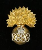 Elizabeth II Grenadier Guards Senior Non Commisioned Officers cap badge, two loops to the reverse