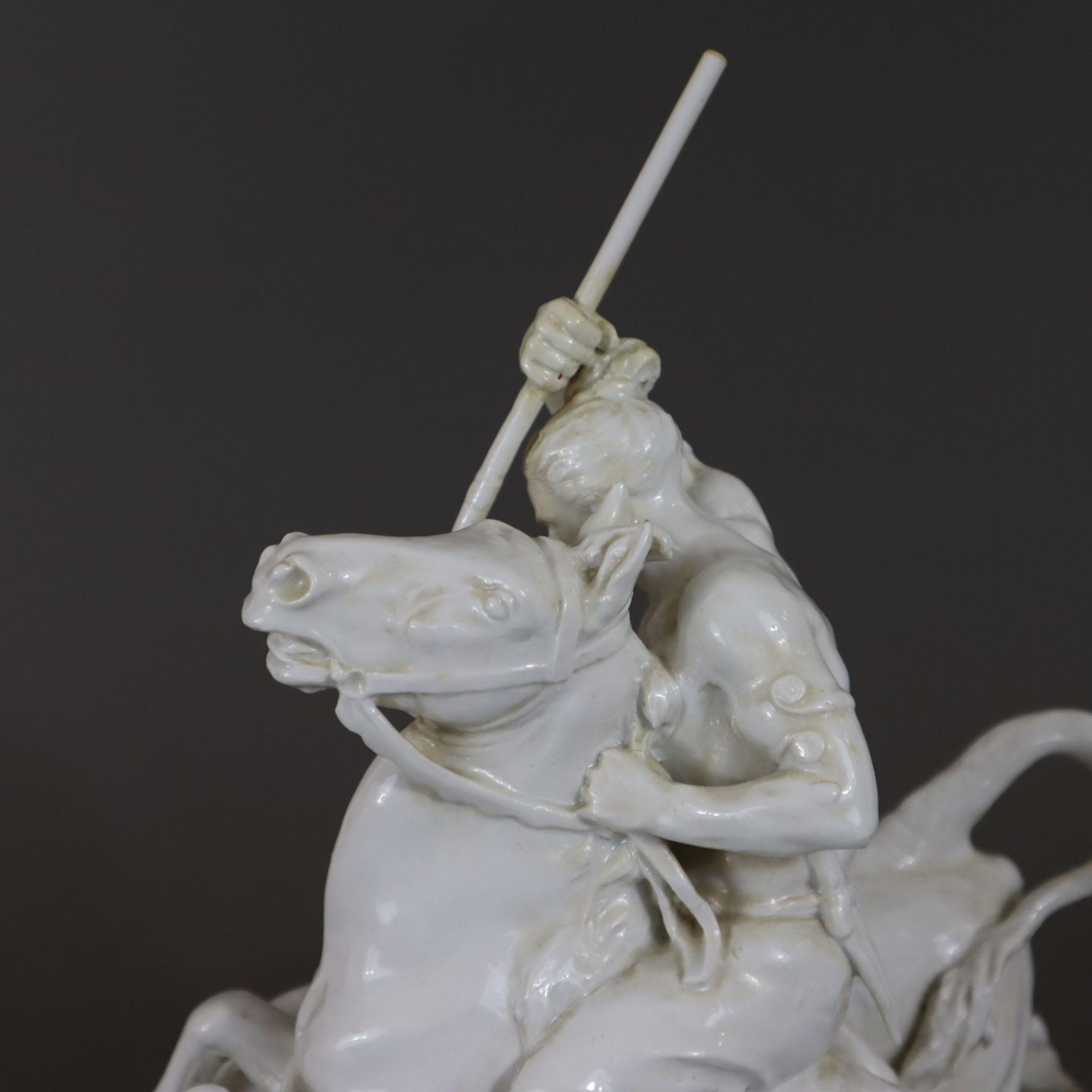 Große Jagdgruppe - Meissen, Modell von Erich Hösel um 1940, Weißporzellan, glasiert, auf naturalist - Image 8 of 28