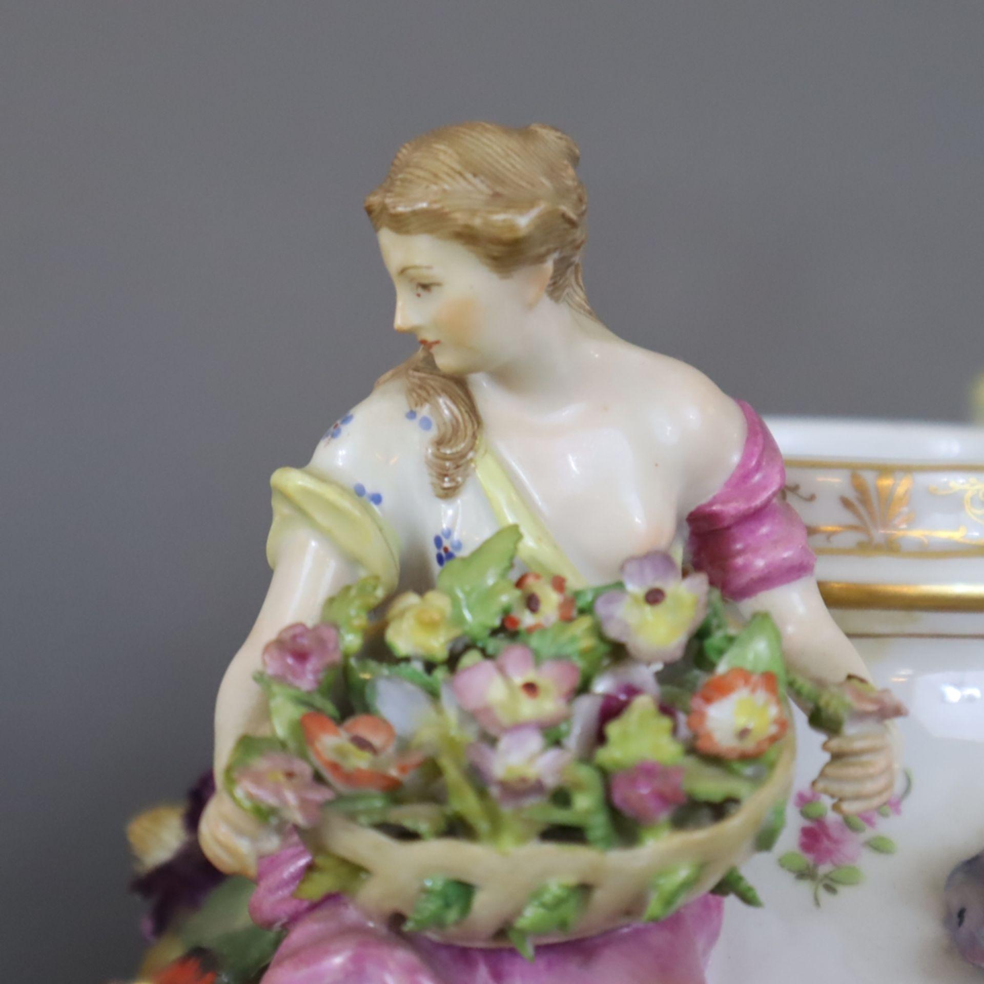 Paar prunkvolle Deckelvasen mit Sockel - Dresden/Potschappel, Marke ab 1901, Porzellan, reliefiert, - Image 11 of 22