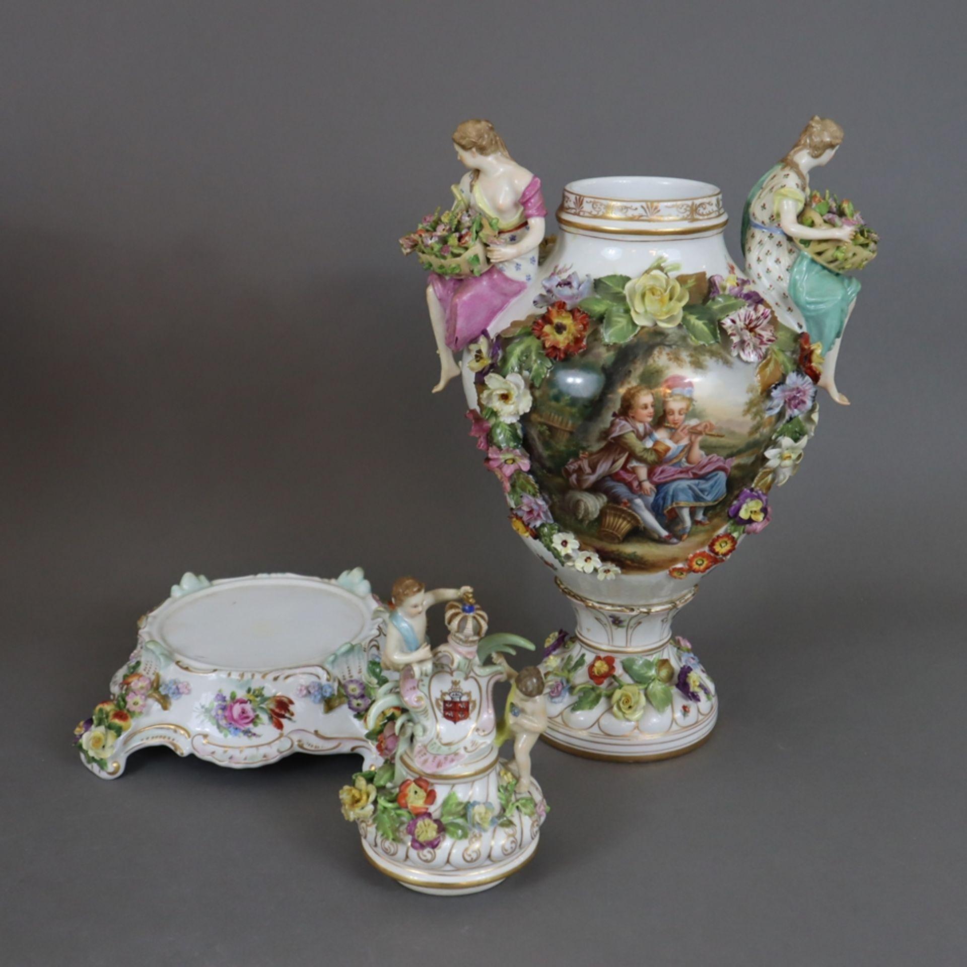 Paar prunkvolle Deckelvasen mit Sockel - Dresden/Potschappel, Marke ab 1901, Porzellan, reliefiert, - Image 21 of 22