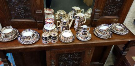 LARGE QUANTITY OF ANTIQUE ROYAL CROWN DERBY CHINA