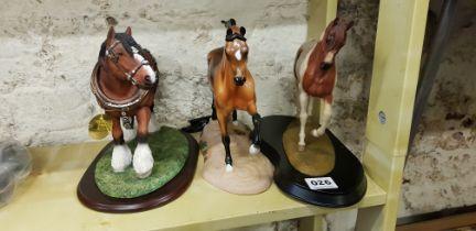 3 HORSE FIGURES