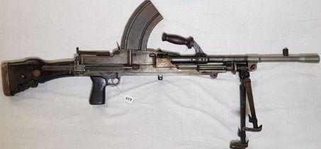 DEACTIVATED BRITISH WW2 MK1 BREN LIGHT MACHINE GUN AND BIPOD DATED 1940