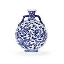 A BLUE AND WHITE 'DRAGONS' MOONFLASK 19th century