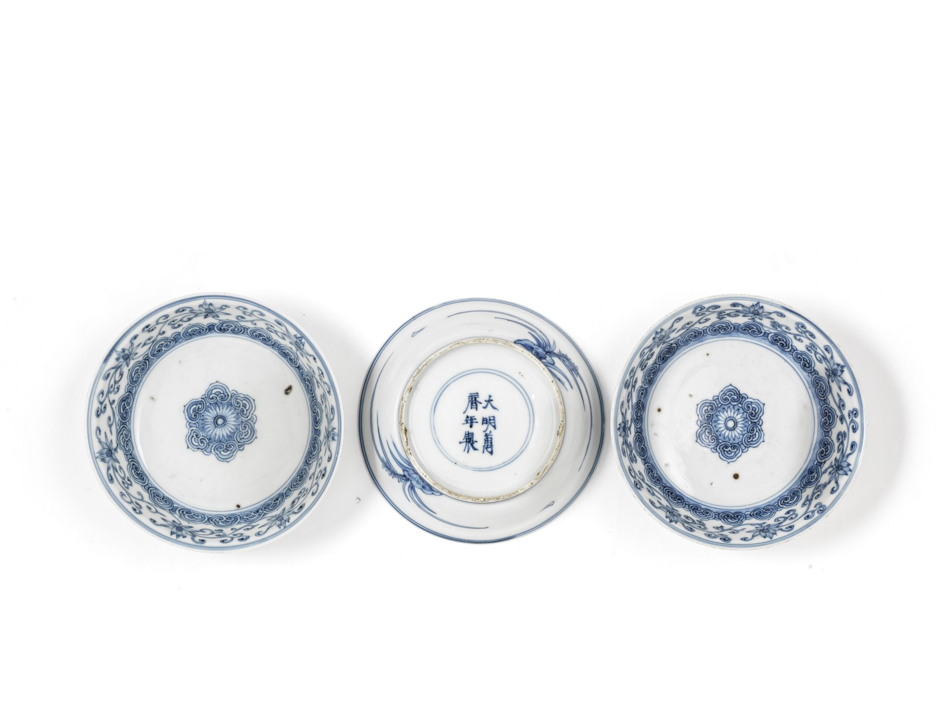 A SET OF THREE BLUE AND WHITE 'LOTUS' BOWLS Wanli six-character marks, Qing Dynasty (4)