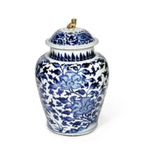 A LARGE BLUE AND WHITE 'PEONY' BALUSTER JAR AND COVER Kangxi (2)
