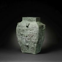 A VERY RARE AND LARGE ARCHAIC BRONZE RITUAL WINE VESSEL, FANGLEI Shang Dynasty (2)