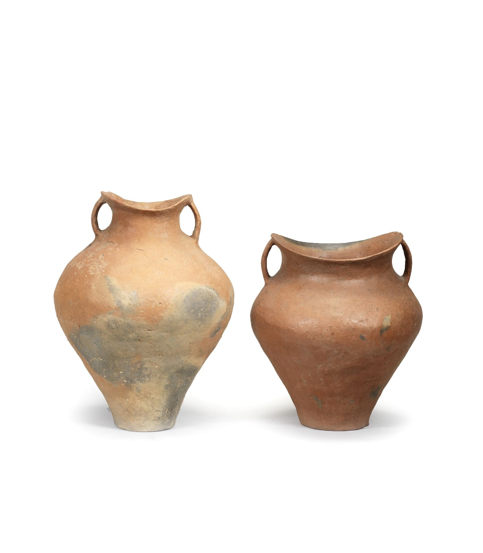 A BURNISHED POTTERY JAR Neolithic Period, Siwa Culture