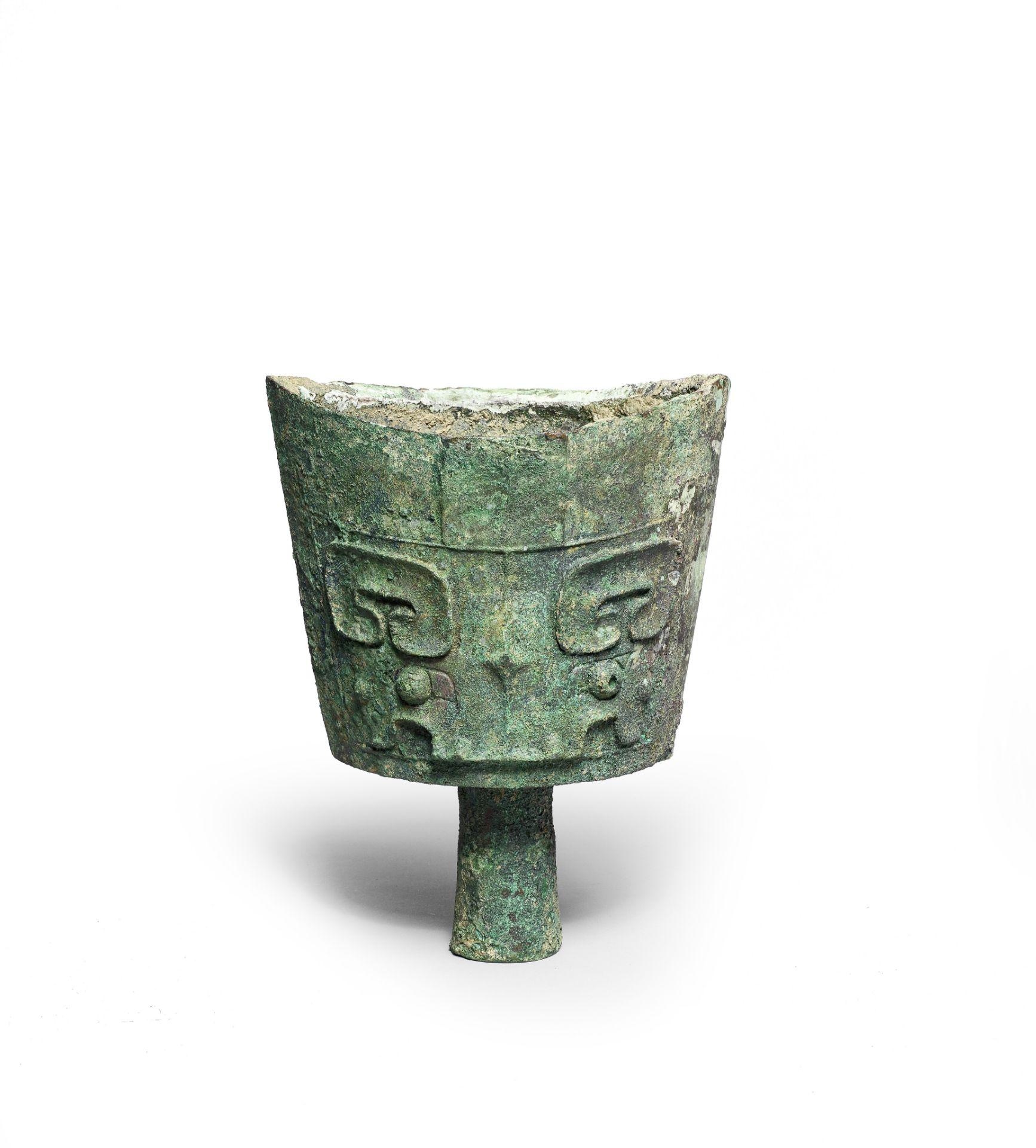 A RARE ARCHAIC BRONZE RITUAL BELL, NAO Late Shang Dynasty (2)